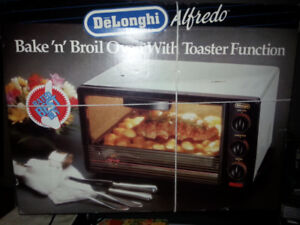 DeLonghi Alfredo Bake 'n' broil oven w/toaster function (NEW)