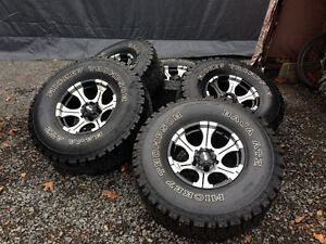 """01 and earlier Dodge Ram 1500 rims and Mickey Thompson 35"""" tires"""