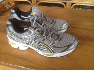 ASIC mens RUNNING SHOES - size - GEL CUMULUS 12 - size 8
