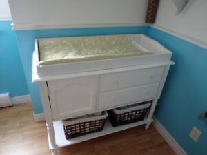 bassinette, matelas, table à langer, armoire, literie, mobile