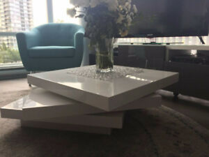 Coffee table, contemporary white lacquer wood - $280 (Yaletown)