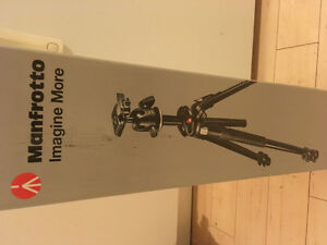 Camera tripod ** brand new - never used !!!!