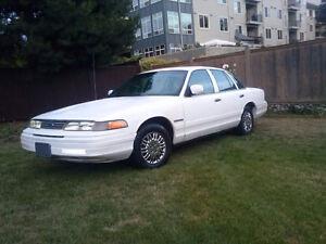 1995 Ford Crown Victoria Sedan