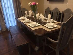 Beautiful 8 seater Dining set