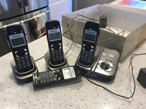 Cordless Panasonic Phone with answering machine and 4 Handsets