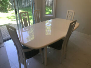 White Lacquer Dining Table and 5 Chairs