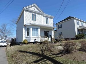 Beautiful 2.5 Storey home centrally located in Amherst!