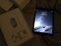 iPad Air 2 32GB Wifi & 4G space grey one week old!