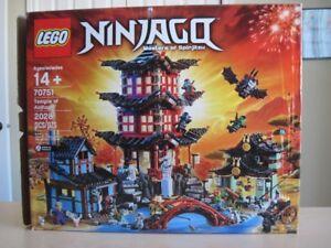 Lego 70751 Ninjago Temple of Airjitzu complet avec la boite