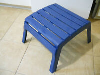 SMALL BLUE BENCH FOR FEET