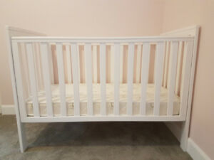 White crib with mattress MUST SELL!