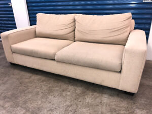 Boxy COUCH  -  Delivery