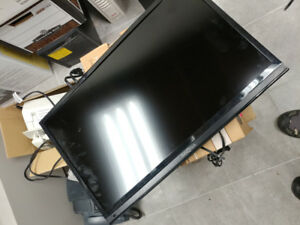 Insignia 28 inch LED Flat Panel HDTV (No TV stand)