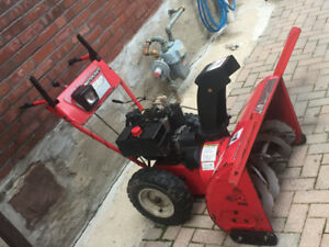 Snow blower/ thrower 29 inch 10 horse power made in Canada