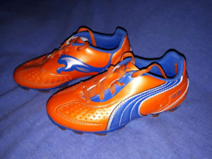 Kids Puma Sports Cletes Shoes Size 12,Excellent Like New