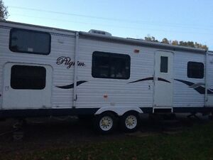 2007 26.8 ft Pilgrim Trailer w bunks / 1 owner / low tow miles
