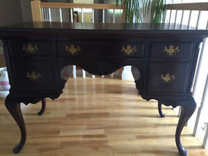 QUEEN ANNE VINTAGE MAHOGANY