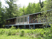 grand chalet + 8 acres de terrain a ST-Adolphe D'Howard