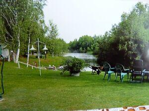BEAU CHALET(ROULOTTE)  BORD DE L'EAU TRANQUILLE Saguenay Saguenay-Lac-Saint-Jean image 2