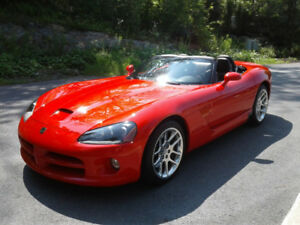 Dodge viper SRT-10 2003 31000km SHOWROOM ! Pas de taxe ! WOW