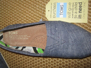 New pair Toms womens shoes.... Size 5 St. John's Newfoundland image 2
