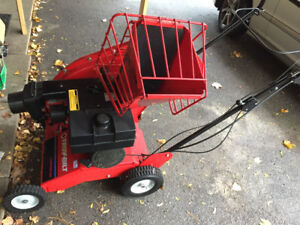 Troy-Bilt 5HP Chipper-Vacuum