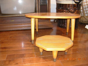 Table/tabouret antique d'enfants/Antique Pine childs table/stool