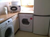 Lovely, well equipped, 2 double bedroom flat with designated free parking