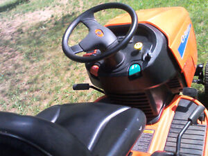 Simplicity Lawn Tractor with Triple Bagger Gatineau Ottawa / Gatineau Area image 6