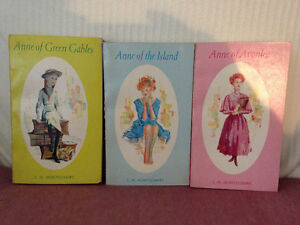 Vintage Anne of Green Gables Softcover Books in Case circa 1942 London Ontario image 6