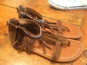 Cool fringed and beaded sandals size 6 - $15