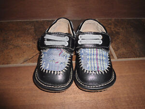 Leather squeaky shoes - size 5 - gently used