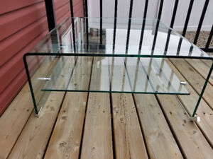 Glass Coffee Table,very good condition...almost looks like new