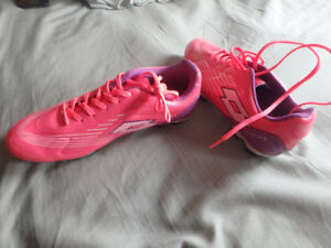 NEW , size 7 Girl Soccer shoes.