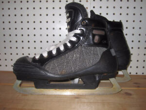 Senior Goalie Skates Size 6 (CCM Tacks 852)