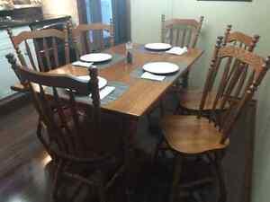 Solid Oak Kitchen Table & 6 Chairs Kitchener / Waterloo Kitchener Area image 1
