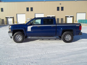 2014 Original owned  4X4  5.3 engine Crew cab  active statis