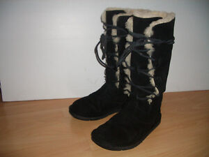 """"" UGG """" all natural fur / shearling ----  for size 6.5  US"