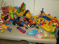 JOUETS Toys /  LOT OF TOYS - daycare /garderie Lot de jouets
