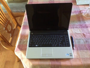 Dell Inspiron 1440 laptop with 14 inch screen