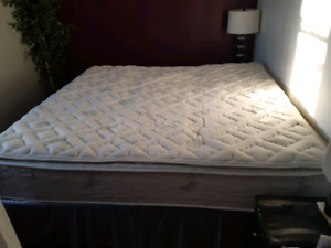 King Size Bed Set Very Good Condtion
