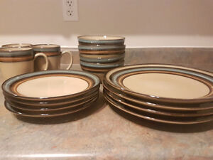 Newer Dish Set great condition! London Ontario image 1