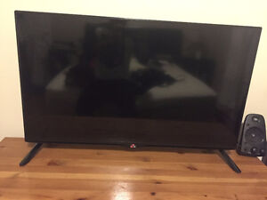 LG 4k Ultra HDTV 40'' smart tv
