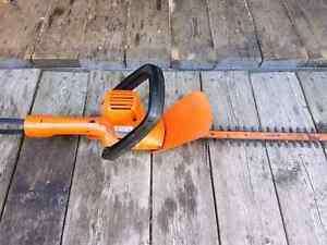 "16"" Black and Decker hedge trimmer"