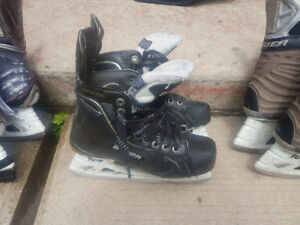 Bauer Supreme one 100 Junior skates...Size 4D