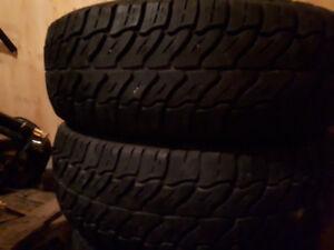 4 pneus d'hiver de 17 pouces et 2 pneu radial de 16 pouces
