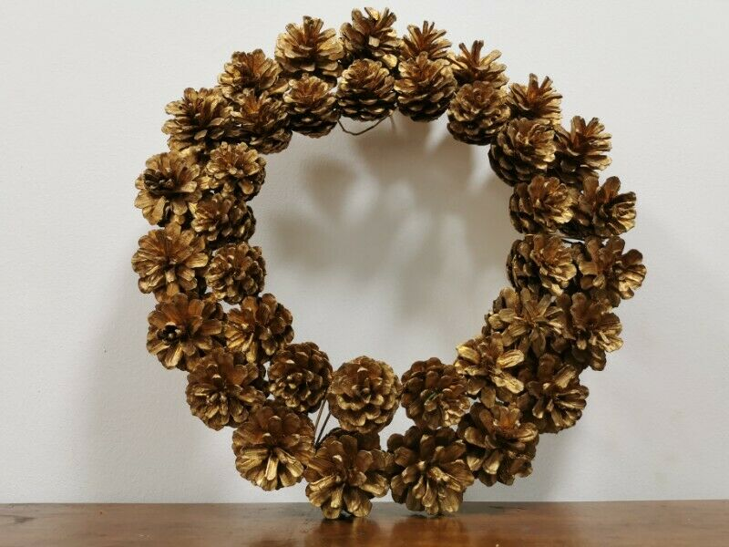 Christmas Mistletoe- Country Nature Pine Cones Gold