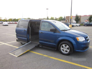 WHEELCHAIR VAN 2011 GRAND CARAVAN SIDE-ENTRY MINT