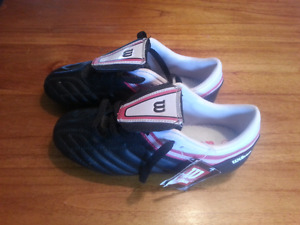 Soccer shoes cleats girls NEW size 4