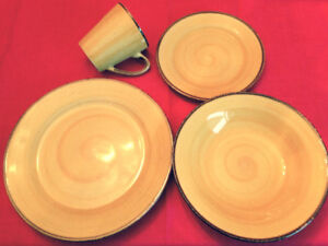 Dishes - 8 place settings - gold colour